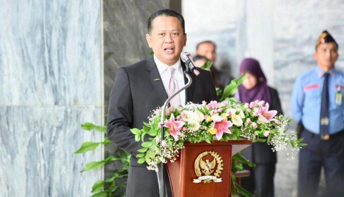 Bamsoet Serahkan Bantuan Ribuan Paket Sembako diDPR 5