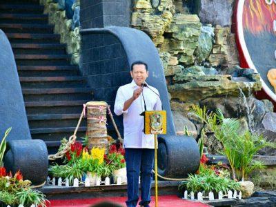 Bamsoet Resmikan MonumenGuru Indonesia di Banjarnegara