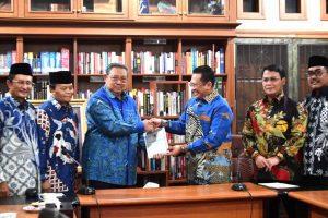 Bamsoet mengunjungi SBY mengantar undangan pelantikan