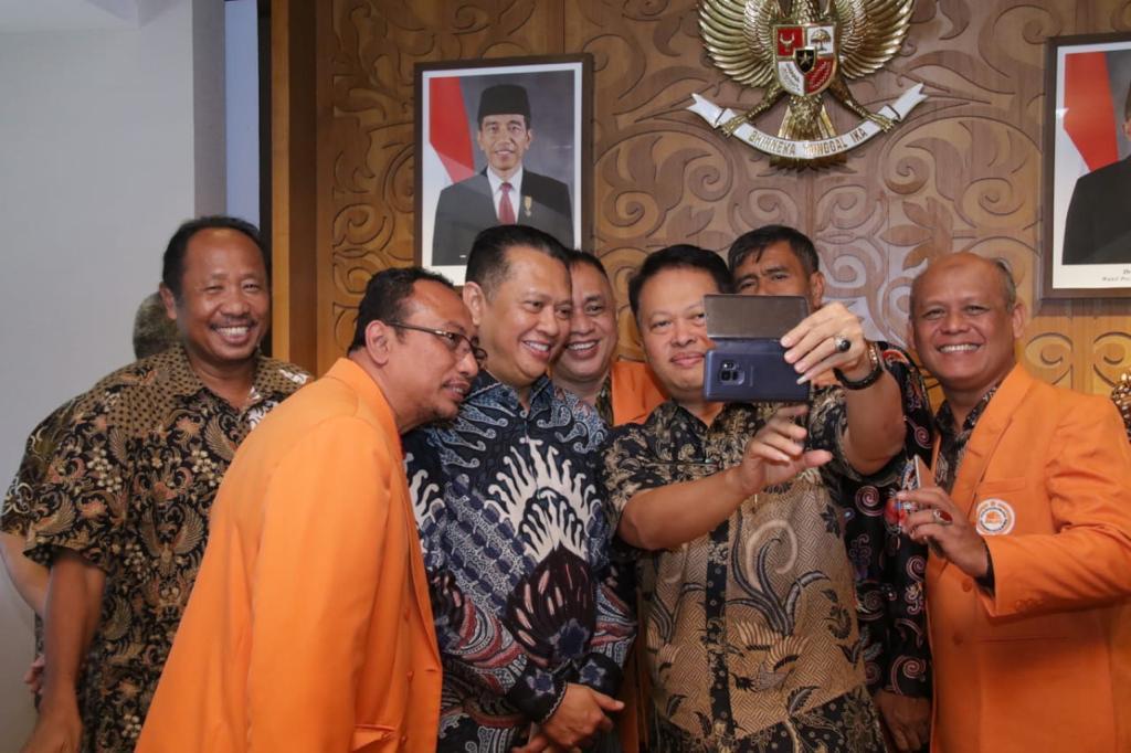 Bamsoet saat menerima Forum Dekan Ilmu-Ilmu Sosial Perguruan Tinggi Negeri se-Indonesia