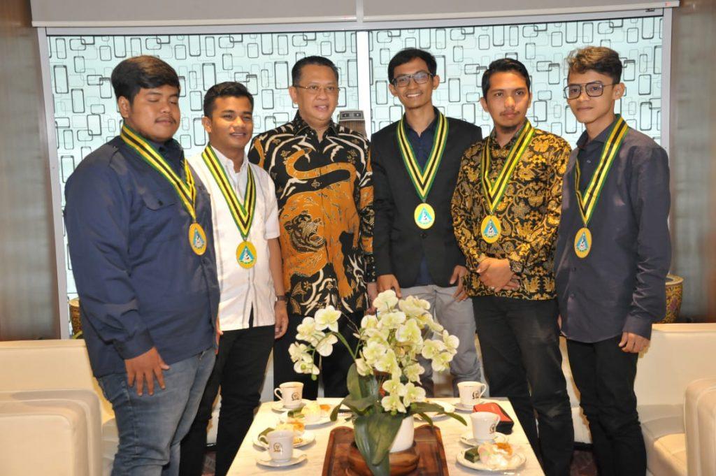 Bamsoet saat menerima Brigade Pelajar Islam Indonesia (PII)