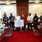 Bamsoet Bersama Gerak BS Bali Sumbang 5.000 Alat Rapid Test ke Gubernur Bali