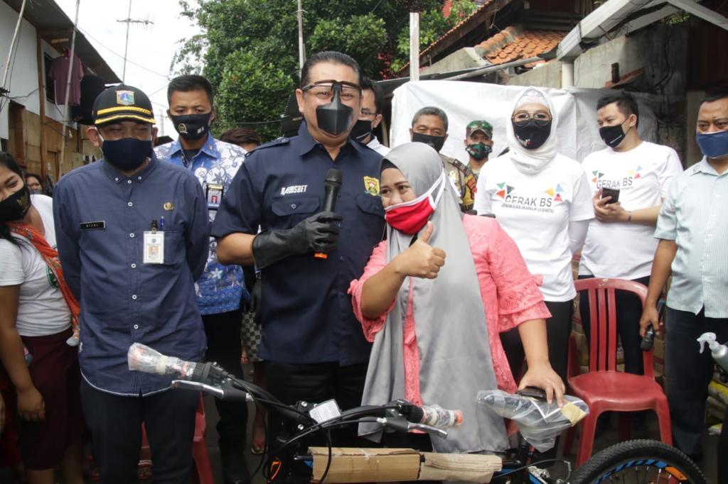 Sosialisasi Empat Pilar MPR RI di Kalangan Pemulung, Bamsoet Berikan Sembako dan Sepeda 3