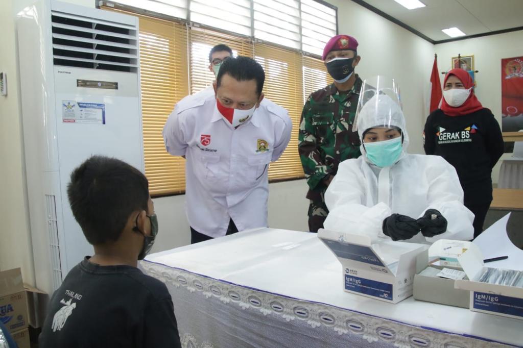 Bamsoet Bantu Ratusan Alat Rapid Test kepada Keluarga Besar Denjaka TNI AL