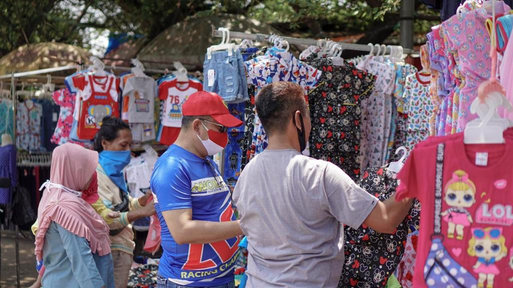 Ngobras Bareng Pedagang Pakaian Kaki Lima di Bogor, Bamsoet Minta Pedagang Jangan Menyerah di Tengah Pandemi